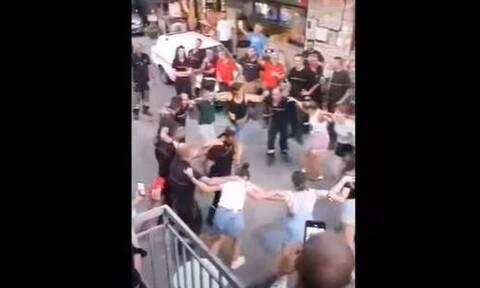 Γορτυνία: Αποχαιρέτησαν τους Γάλλους πυροσβέστες χορεύοντας συρτάκι