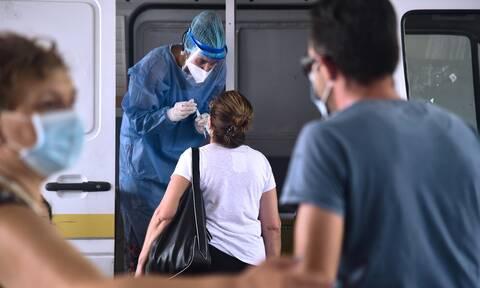 Τζανάκης στο Newsbomb.gr: «Ταβάνι» τα 4.500 κρούσματα – Κινδυνεύουν από τη Δέλτα οι ανεμβολίαστοι