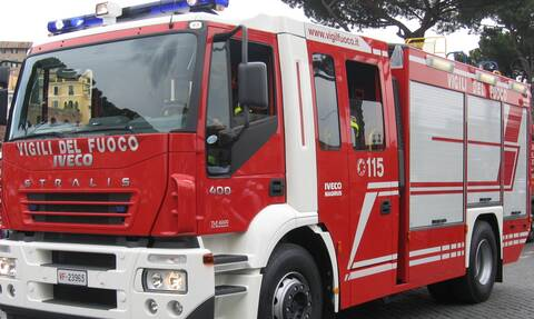 Θρίλερ στη Ρώμη: Μεγάλη πυρκαγιά απειλεί σπίτια - Απομακρύνονται οι κάτοικοι