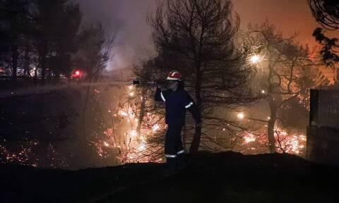 Φωτιές στην Ελλάδα: Καλύτερη εικόνα στη Μάνδρα, προς ύφεση τα υπόλοιπα μέτωπα