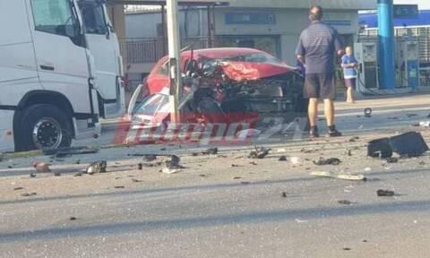 Τροχαίο στην Πατρών - Πύργου: Μετωπική με έναν σοβαρά τραυματία - Γέμισε συντρίμμια ο δρόμος