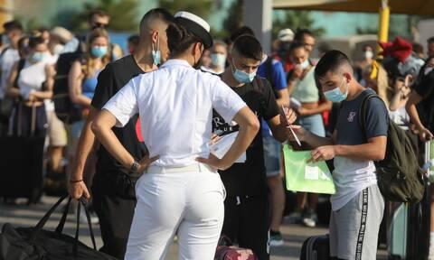 Μετάλλαξη Δέλτα: Ανησυχία για τη διασπορά στους νέους - Έκτακτα μέτρα για τον Δεκαπενταύγουστο