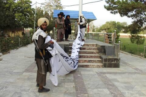 Αφγανιστάν: Οι πρώτες εικόνες με τους Ταλιμπάν εντός του Προεδρικού Μεγάρου (video)