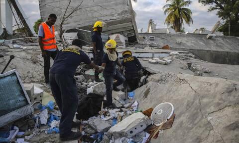 Φονικός σεισμός στην Αϊτή: Τους 1.297 έφθασαν οι νεκροί, πάνω από 5.700 τραυματίες