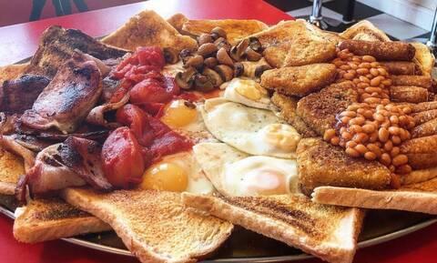 To πρωινό των 17000 θερμίδων: Το κοιτάς και «παθαίνεις» χοληστερίνη!
