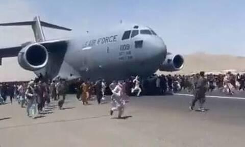 Αφγανιστάν: Βίντεο σοκ φέρεται να δείχνει ανθρώπους να πέφτουν στο κενό από αεροπλάνο στην Καμπούλ