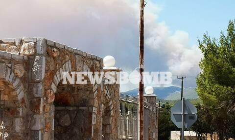 Φωτιά στα Βίλια: To Newsbomb.gr στο μέτωπο της πυρκαγιάς
