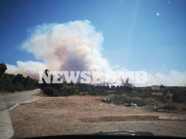 Μαίνεται η μεγάλη φωτιά στα Βίλια