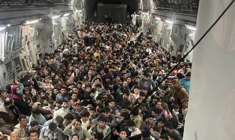Αφγανιστάν: Η εντυπωσιακή εικόνα μέσα από αμερικανικό μεταγωγικό που έφυγε από την Καμπούλ