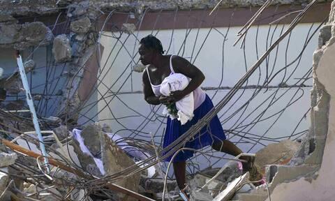 Φονικός σεισμός στην Αϊτή: Τουλάχιστον 1.419 οι νεκροί - Η χώρα απειλείται από πλημμύρες