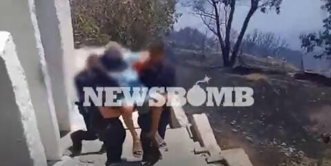 Φώτια στην Κερατέα: Ομάδα ΟΠΚΕ σώζει ηλικιωμένη από την πυρκαγιά - Αποκλειστικό βίντεο