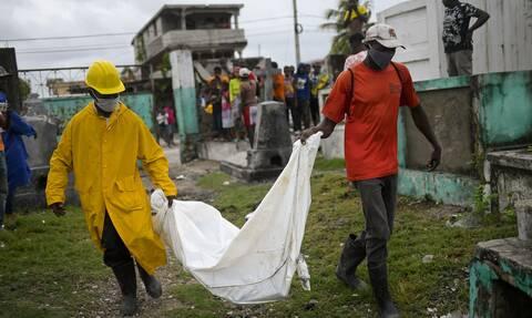 Σεισμός – Αϊτή: Θρήνος χωρίς τέλος – Ξεπέρασαν τους 1.900 οι νεκροί από τα φονικά 7,2 Ρίχτερ