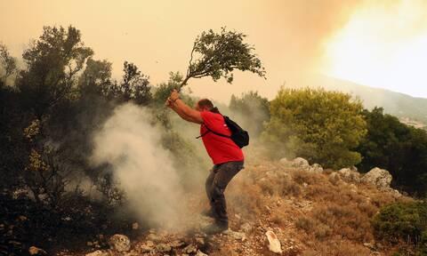 Φωτιά στα Βίλια: Γιατί δεν υπήρξε μήνυμα του 112 για εκκένωση του οικισμού