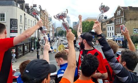 Αγγλία: Ομάδα 7Χ7 νοίκιασε διώροφο λεωφορείο κι έκανε φιέστα στο Λονδίνο! (video+photos)