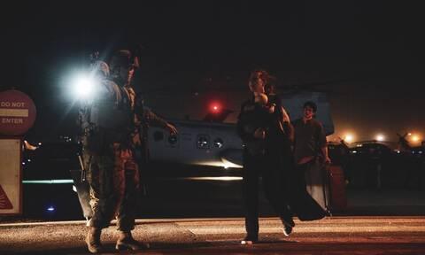 ΗΠΑ: Οι Ταλιμπάν δεν επιτρέπουν σε Αφγανούς να φτάσουν στο αεροδρόμιο της Καμπούλ