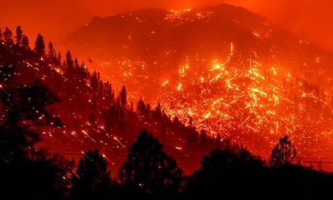 Στο έλεος καταστροφικών πυρκαγιών η Καλιφόρνια