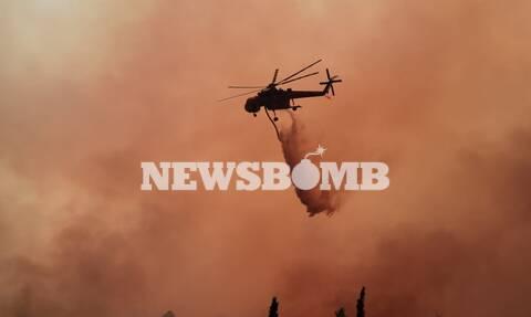 Φωτιά στα Βίλια: Με ρίψεις νερού από 10 αεροσκάφη και ελικόπτερα συνεχίζεται η μάχη