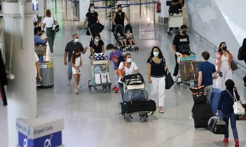 ΥΠΑ: Υποχρεωτικό τεστ στην άφιξη για ταξιδιώτες που δεν έχουν εμβολιαστεί από 13 χώρες