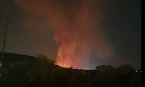 Φωτιά στο Δασκαλειό Κερατέας: Καλύτερη η εικόνα λέει η Πυροσβεστική – Ξεκίνησε από φωτοβολίδα;