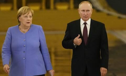 Αντιπαράθεση Μέρκελ με Πούτιν για τον Ναβάλνι κατά την επίσκεψή της στη Μόσχα