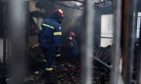 Μακάβριο εύρημα στα Βίλια: Βρέθηκε ανθρώπινο κρανίο σε καμένο κτήριο