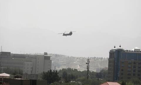 Πεντάγωνο: Ελικόπτερα παρέλαβαν τους 169 Αμερικανούς από ξενοδοχείο της Καμπούλ