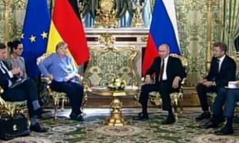 H αμήχανη στιγμή της Άνγκελα Μέρκελ στη συνάντηση με τον Πούτιν: Ποιος την πήρε τηλέφωνο;