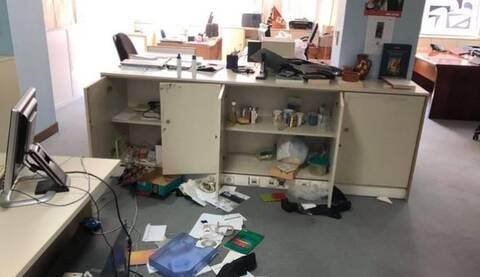 Στιγμιότυπο από το γραφείο του ΕΚΚΕ, μετά τη διάρρηξη