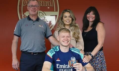 Premier  League: Φωτογραφήθηκε με τις στάχτες του παππού του νέος παίκτης της Άρσεναλ (photo)