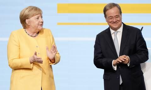 Η Μέρκελ «μπαίνει» στη μάχη των εκλογών – Εμφανίστηκε σε εκδήλωση του Άρμιν Λάσετ