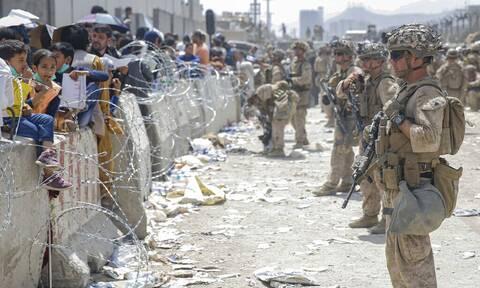 Μπορέλ προς ΗΠΑ: Πολύ σκληρά τα μέτρα στο αεροδρόμιο της Καμπούλ - «Αδύνατη» την απομάκρυνση όλων