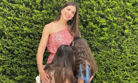 Σταματίνα Τσιμτσιλή: Οι  καλύτερες φώτο με τις κόρες της από τις διακοπές
