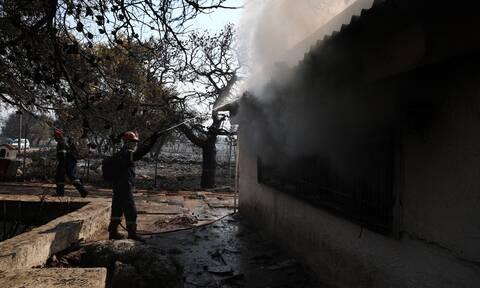 Φωτιά στα Βίλια: Ποια είναι η εικόνα του μετώπου σήμερα, πόσοι επιχειρούν