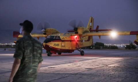 Φωτιές: Εναέριες περιπολίες με πυροσβεστικά αεροσκάφη - Στρατός και αστυνομία σε δάση και βουνά
