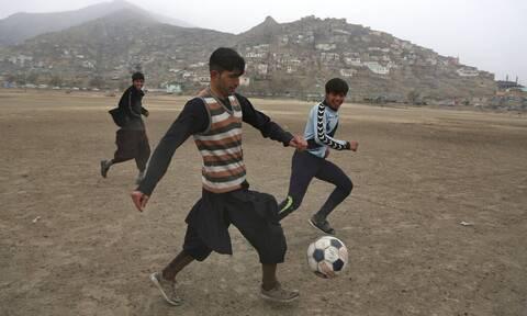 Αφγανιστάν: Αναλαμβάνει δράση η FIFA – Απομακρύνει τους ποδοσφαιριστές από τη χώρα