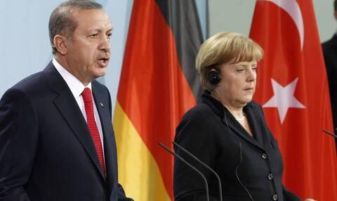 Αφγανιστάν: Η Φον ντερ Λάιεν τάζει λεφτά σε όποιον δεχθεί πρόσφυγες, η Μέρκελ παρακαλεί τον Ερντογάν