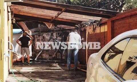 To Newsbomb.gr στη φωτιά στην Κάρυστο: Η μάχη των ελικοπτέρων και οι ζημίες σε υποδομές και σπίτια