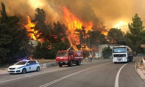 Φωτιά ΤΩΡΑ: Εκκενώνονται τα Βίλια και ο Προφήτης Ηλίας με μήνυμα του 112 λόγω της μεγάλης πυρκαγιάς