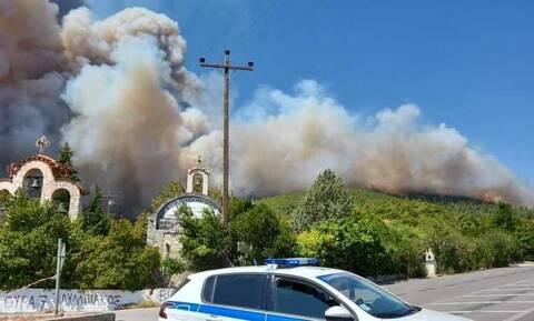 Φωτιά στα Βίλια: Μάχη για να μην πάει στον Κιθαιρώνα – Στα 5χλμ. το μέτωπο – Ζημιές σε σπίτια