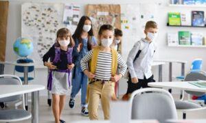 В Греции не прошедшие вакцинацию учителя обязаны два раза в неделю делать тесты за свой счет