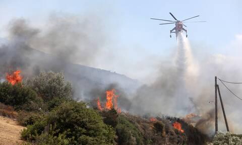 Φωτιά τώρα: Οριοθετημένη η πυρκαγιά στο Μαρμάρι- Καλύτερη η εικόνα