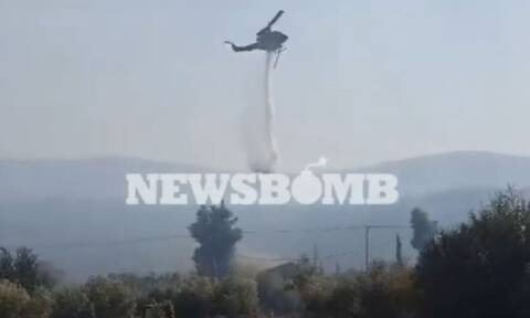 Βίντεο: Ελικόπτερο σβήνει φωτιά σε σπίτι στα Βίλια