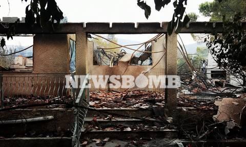 Ρεπορτάζ Newsbomb: Σε ύφεση η πυρκαγιά στα Βίλια - Πολλά τα κατεστραμμένα σπίτια