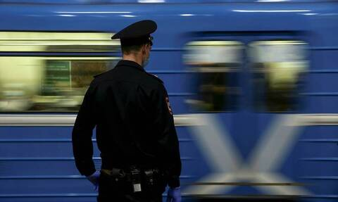 Полиция начала проверку после того, как в метро Москвы избили родителей ребенка с аутизмом