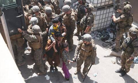 Αφγανιστάν: Ανησυχία από το Λονδίνο - Φόβοι πως δεν θα δοθεί παράταση απομάκρυνσης ατόμων