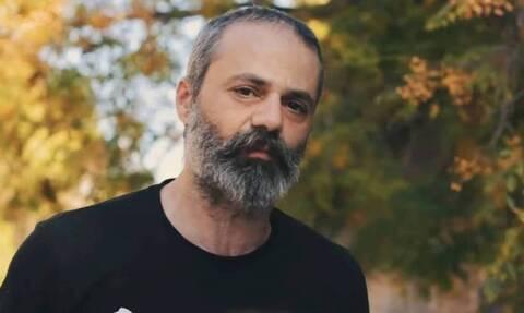 Οδυσσέας Τσιαμπόκαλος: Η ΕΛΑΣ αναζητά τον οδηγό που παρέσυρε και σκότωσε τον μουσικό των Razastarr