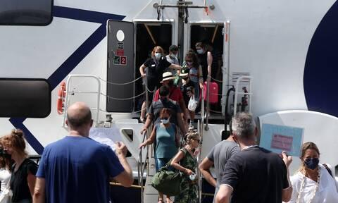 Νέα μέτρα για τους ανεμβολίαστους: Τι αλλάζει στα ταξίδια-Πώς θα μπαίνουν σε πλοία, αεροπλάνα, ΚΤΕΛ