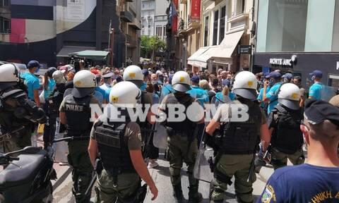 Πορεία της ΠΟΕΔΗΝ προς το Μέγαρο Μαξίμου: Να φύγουν οι κλούβες, θέλουμε συνάντηση με τον πρωθυπουργό