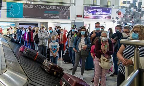 Греция ослабила ограничения для прибывающих из России