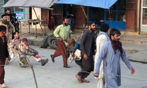 «Κόλαση» στο Αφγανιστάν: Τουλάχιστον 40 νεκροί και 120 τραυματίες μετά τη διπλή βομβιστική επίθεση